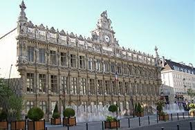 grand place avec hotel de ville de Valenciennes